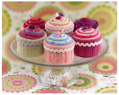 Bake knitted cupcake