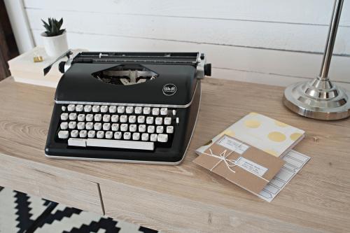 Typecast_black